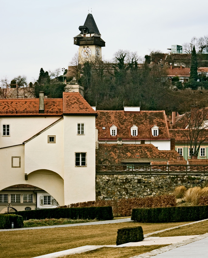 Blick auf den Grazer Uhrturm ...