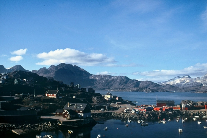 Blick auf den Hafen von Tasiilaq