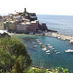 Blick auf den Hafen von Vernazza