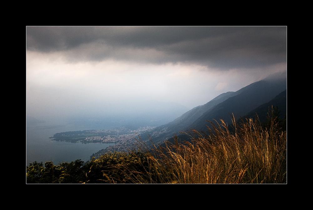 Blick auf den Lago Maggiore ...