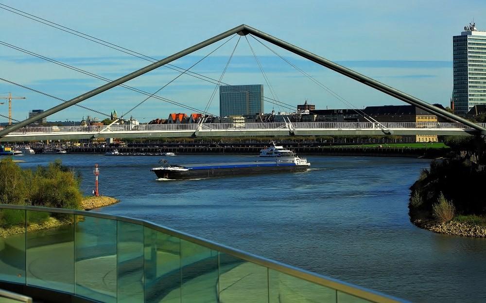 Blick auf den Rhein bei Düsseldorf