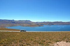 Blick auf den See Laguna Lagunillas im Süden von Peru