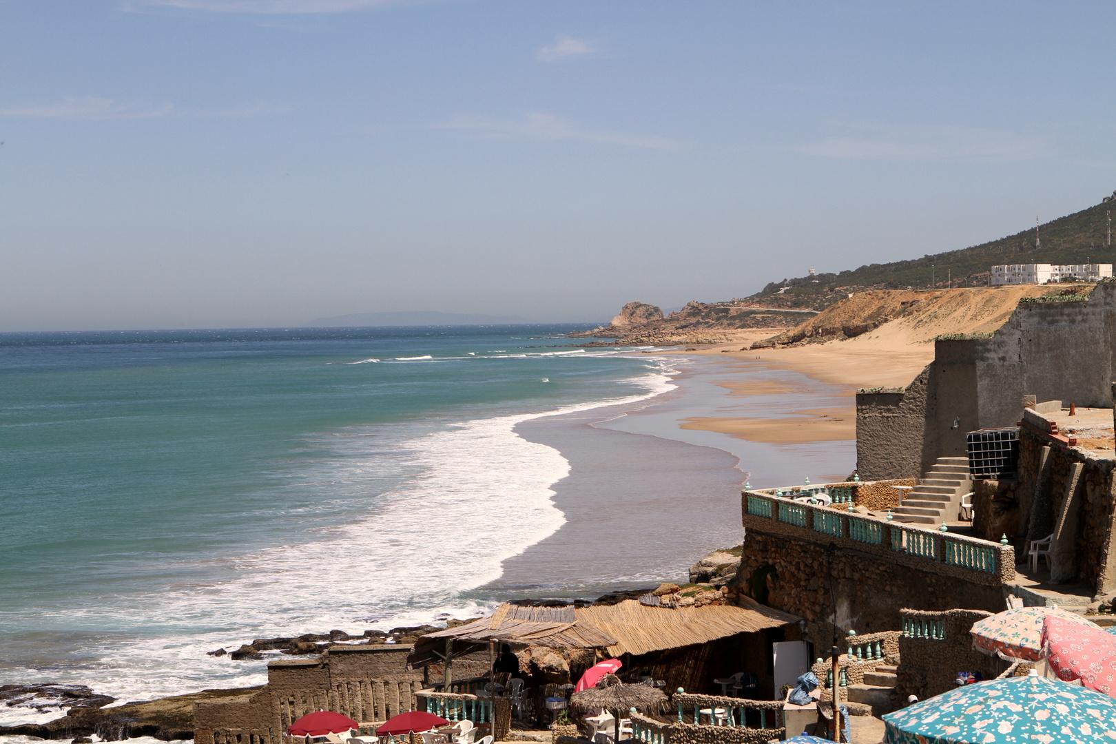 Blick auf den Strand - Küste in Tanger