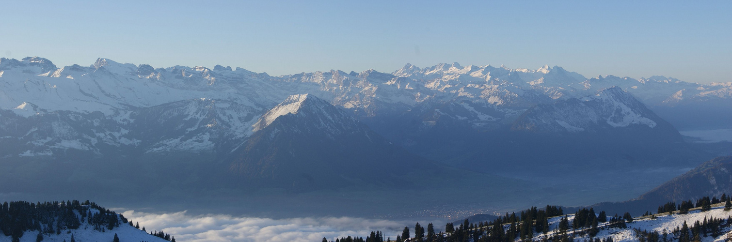 Blick auf die Berner-Alpen