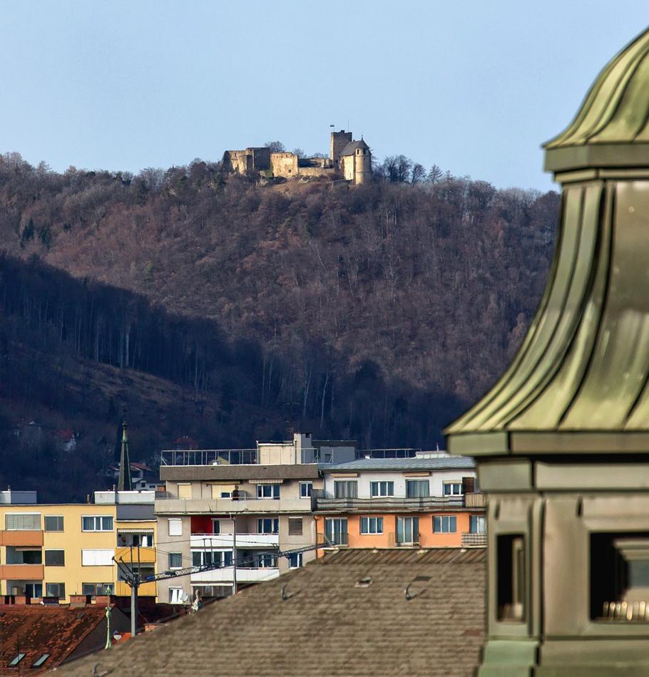 Blick auf die Burgruine Gösting / Graz ...