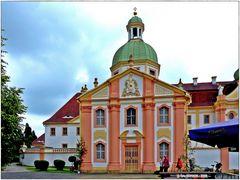 Blick auf die gestern wieder eingeweihte Kreuz- und Michaeliskapelle
