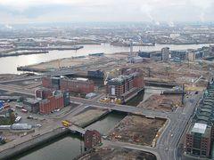 Blick auf die Hafencity ( im Bau)
