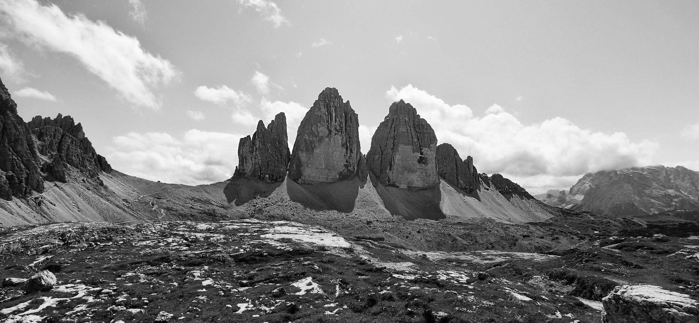 Blick auf die Nordwände der Drei Zinnen