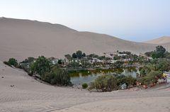 Blick auf die Oase Huacachina.