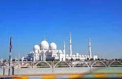 Blick auf die riesige Scheich-Zayid-Moschee