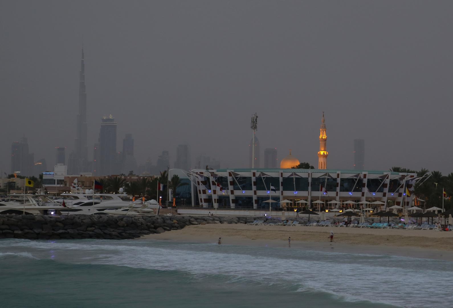 """Blick auf Dubai's """"Old Town"""" bei Einbruch der Dunkelheit"""