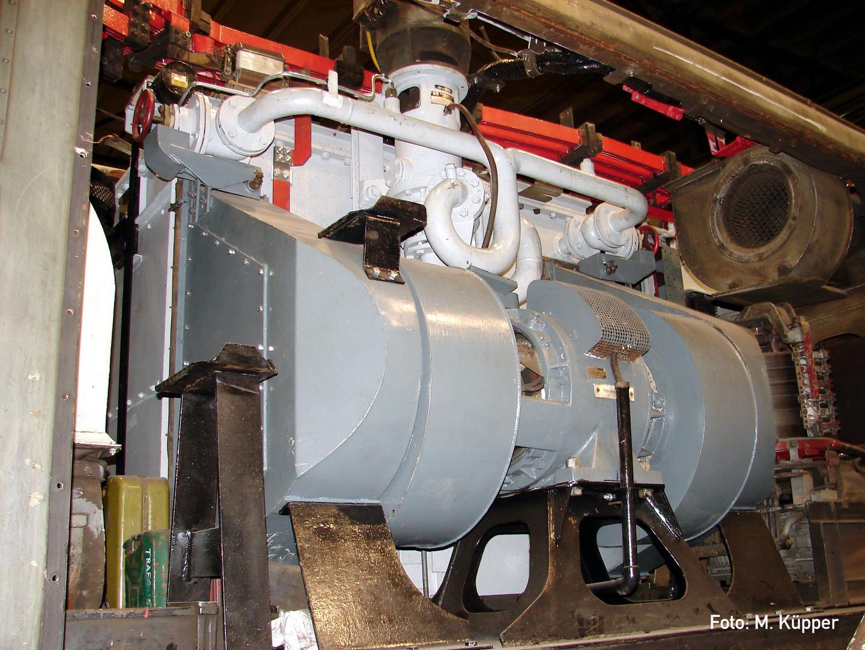 Blick auf ein Fahrmotorlüfter und Ölpumpe
