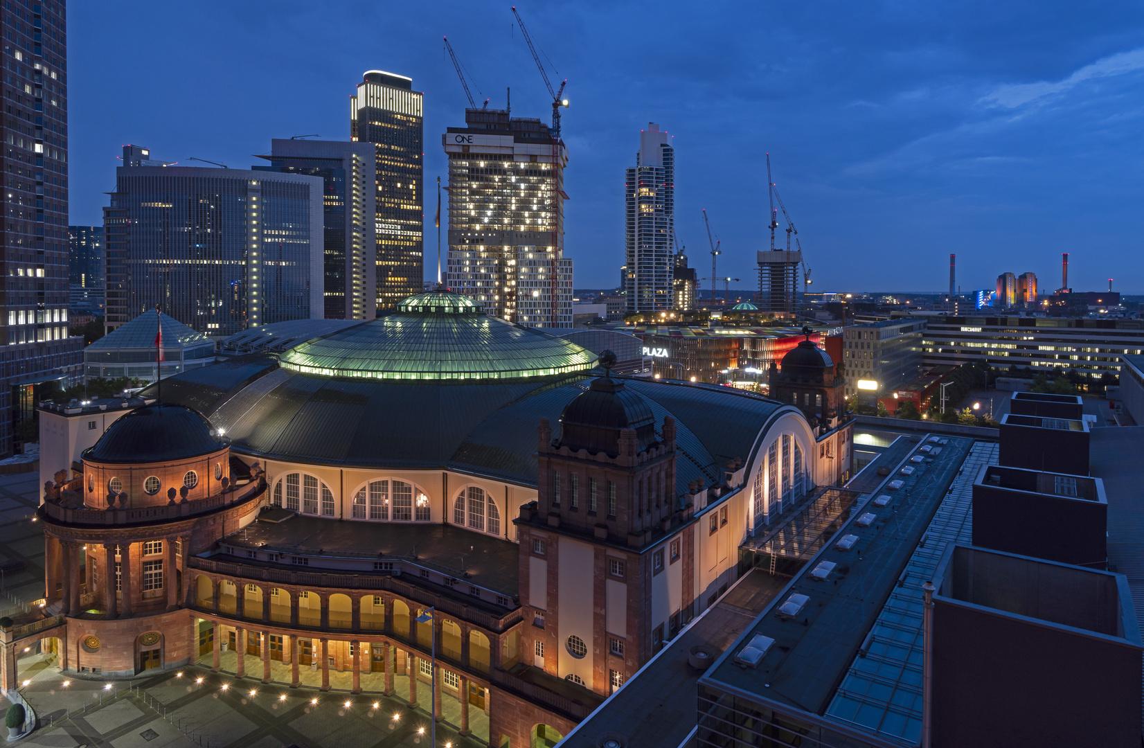 Blick auf Festhalle Frankfurt