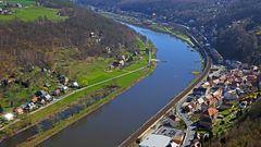 Blick auf Königstein die bekannte Stadt unter der Festung an der Elbe...