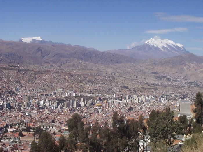 Blick auf La Paz und den Illimani