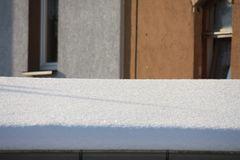 Blick auf Nachbars Carport - das dürften 15 cm sein