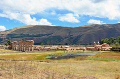 Blick auf Raqchi, eine alte Tempelanlage der Inkas