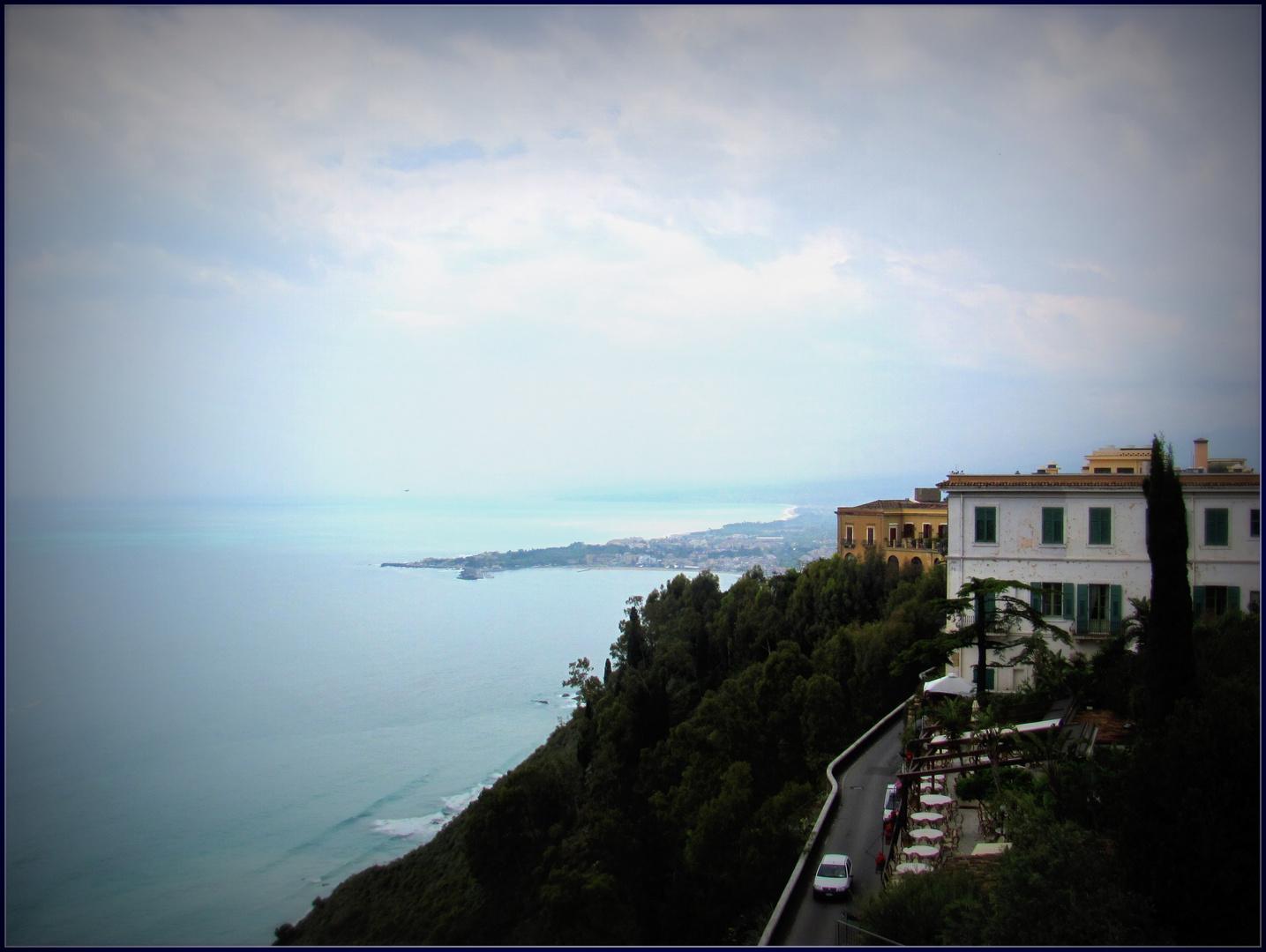 Blick auf Taormina Hafen