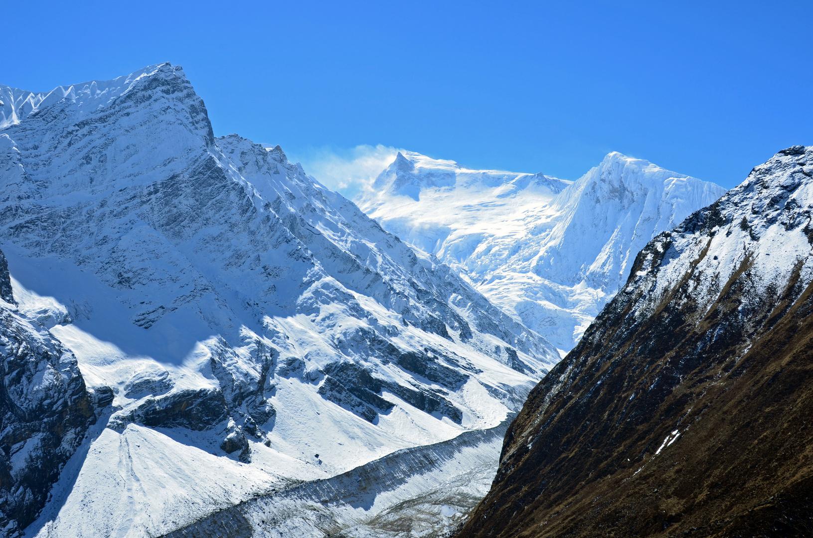 Blick auf von links Manaslu (8163m) und Manaslu Nord (6994m)