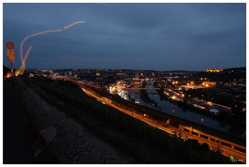 Blick auf Würzburg , nachts