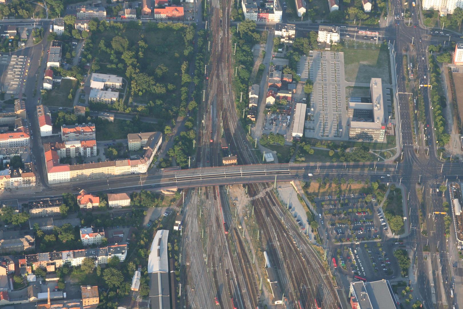 Blick aus einem Ballon auf die Bahnanlagen