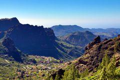 Blick beim Aufstieg zum Roque Nublo in die Bergwelt Gran Canarias