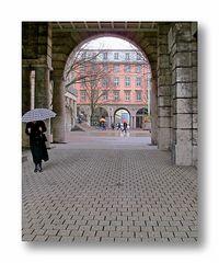 Blick durch den westlichen Seitenflügel des Wuppertaler Rathauses