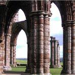 Blick durch Ruinen