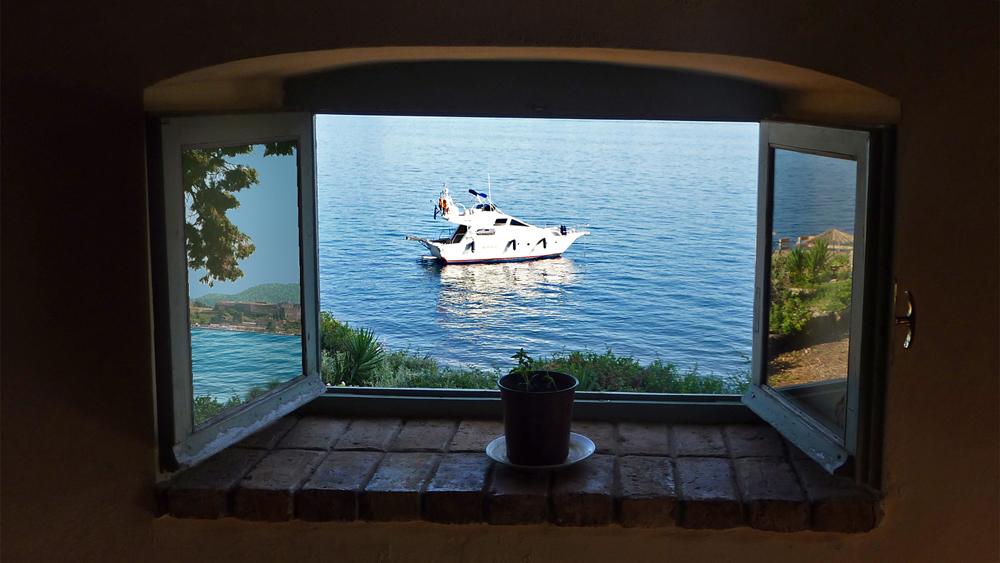 blick durchs fenster auf das ionische meer foto bild europe greece ionic islands bilder. Black Bedroom Furniture Sets. Home Design Ideas