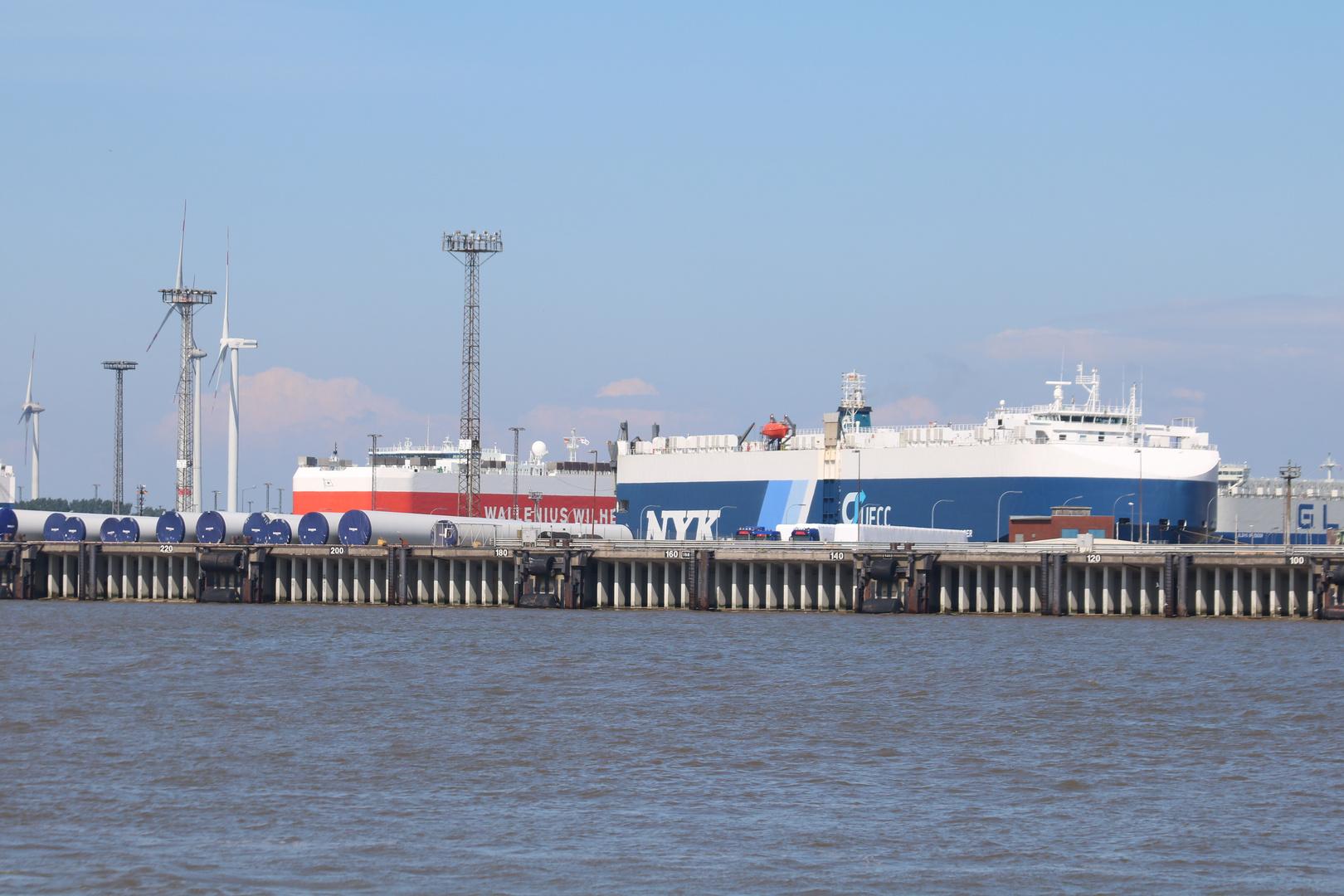 Blick in den Bremerhavener Hafen