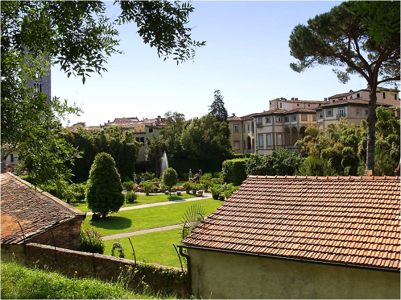 Blick in den Garten des Palazzo Pfanner-Controni