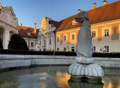 Blick in den Schlosshof ...