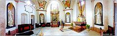 Blick in die gestern wieder eingeweihte Kreuz- und Michaeliskapelle ..
