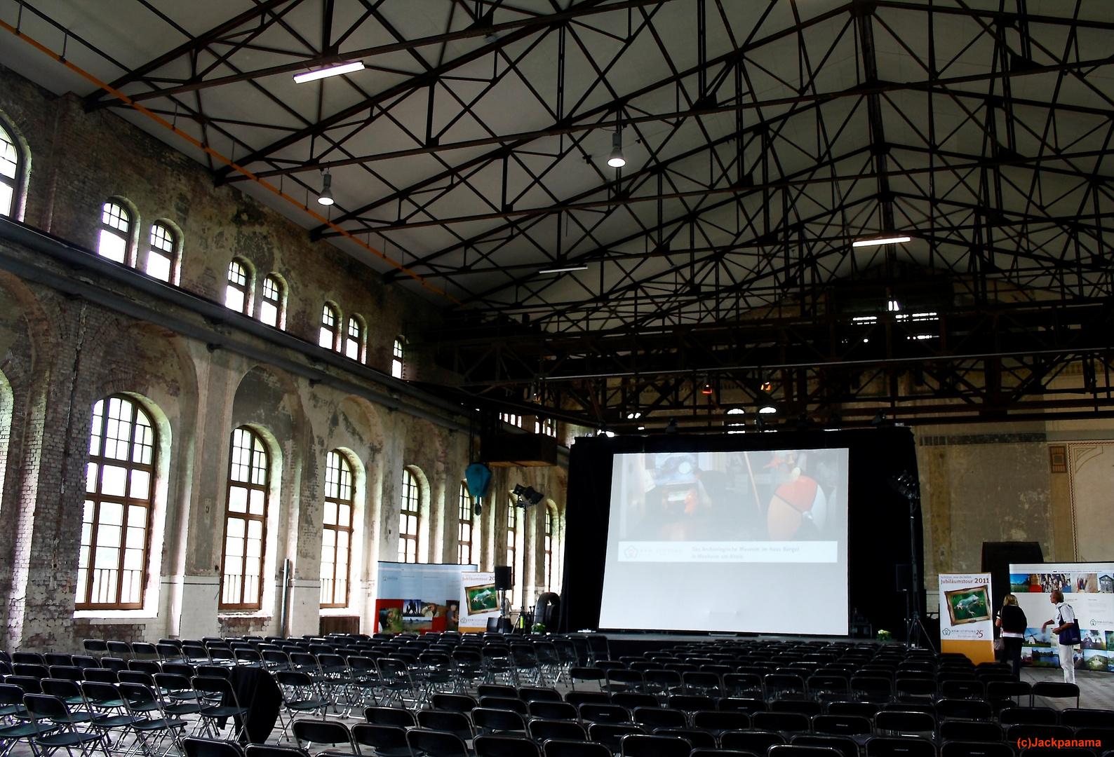 Blick in die Maschinenhalle, die heute für Veranstaltungen genutzt wird