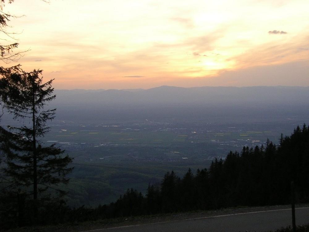 Blick in die Rheinebene vom Hochblauen (1165m ü.d.M.) am 2.5.2008 21 Uhr
