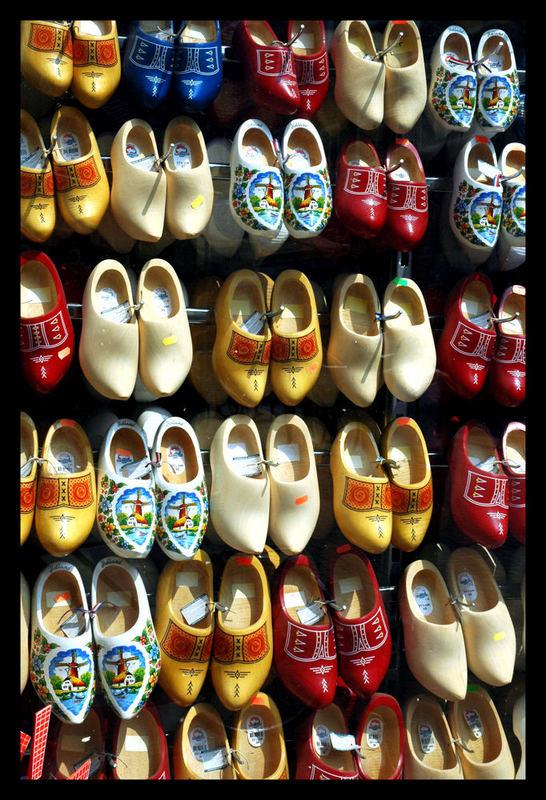 Blick in einen holländischen Schuhschrank