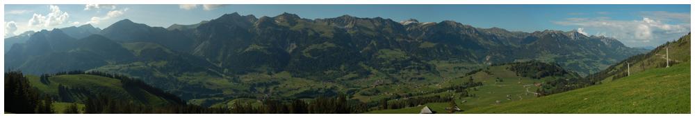 Blick ins Simmetal im Berner Oberland
