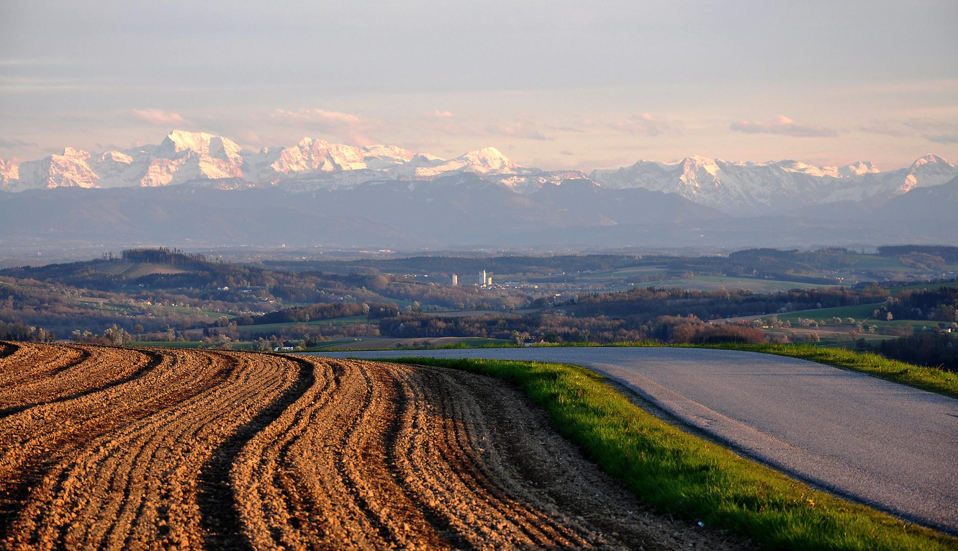 Blick ins Tote Gebirge ( Föhnstimmung in Stroheim, O.Ö.)