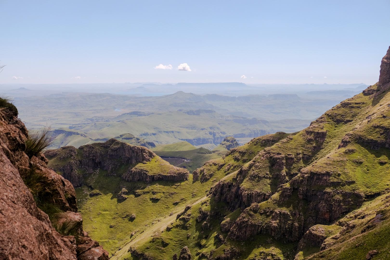 Blick in/von den Drakensberge