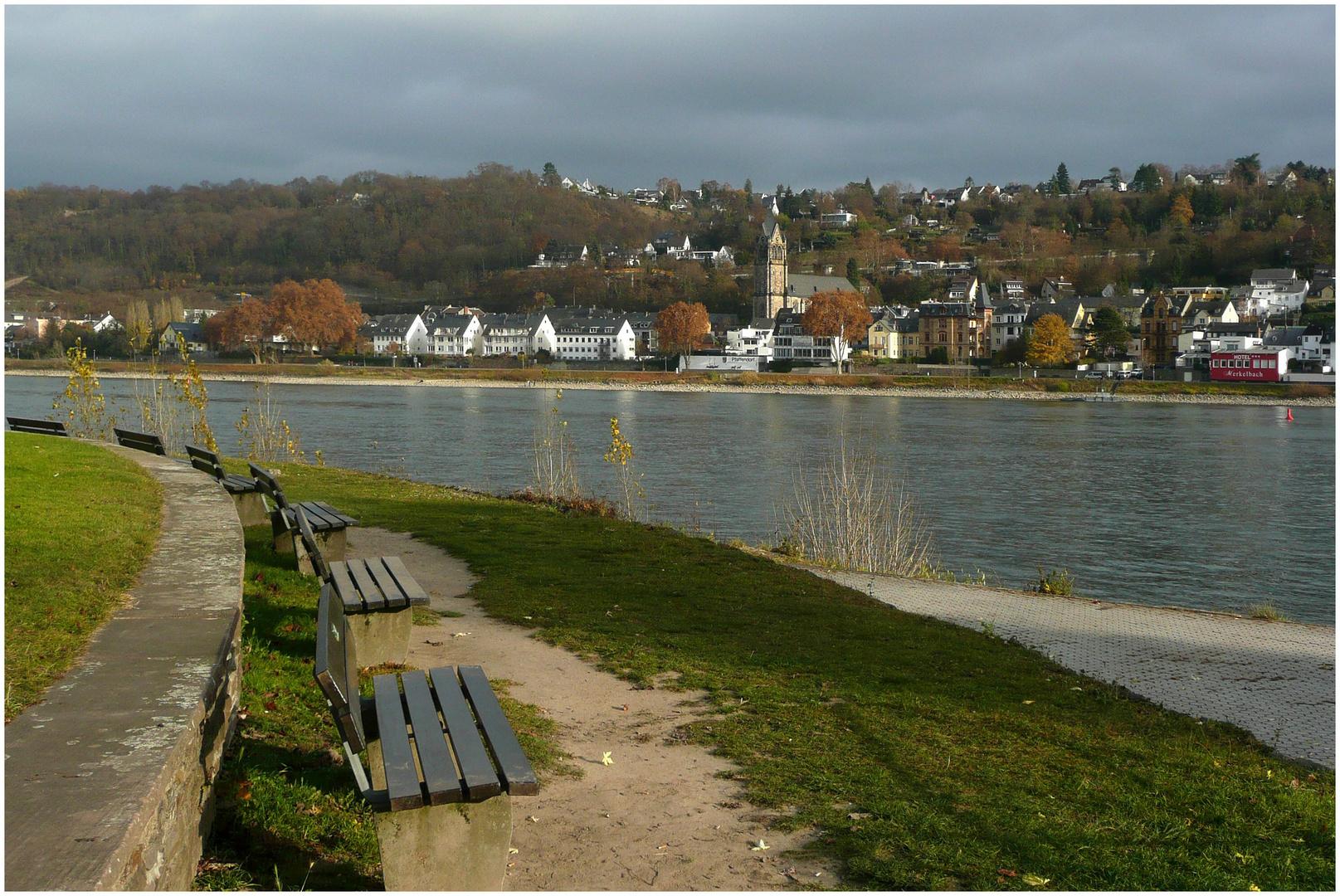 Blick nach Koblenz-Pfaffendorf über den Rhein