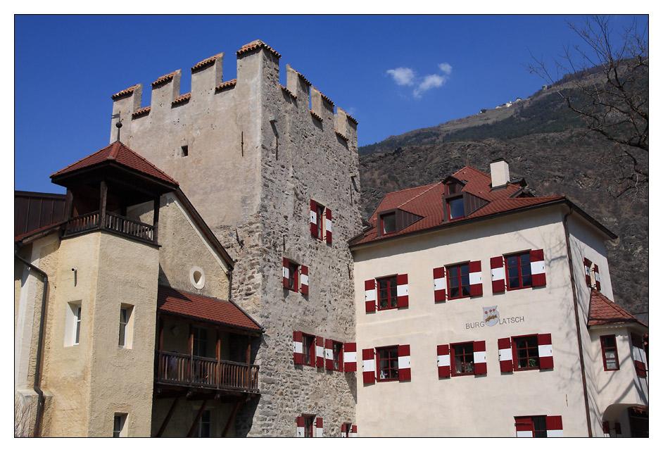Blick über Burg Latsch ...