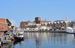 Blick über das Wismarer Hafenfest am Vormittag