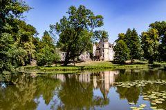 Blick über den Teich zum Schloss in Burgkemnitz