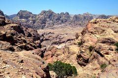 Blick über die grandiose Landschaft von Petra