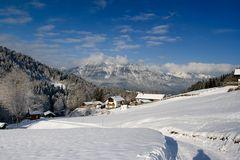 Blick über Garmisch-Partenkirchen zur Kramerspitze