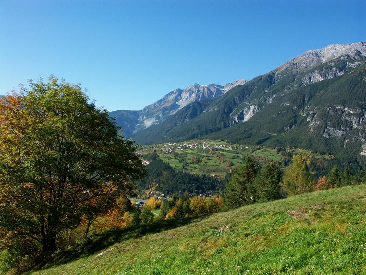 Blick über Grins in Tirol