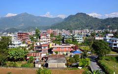 Blick über Pokhara mit dem Machhapuchre (6993m) im Hintergrund