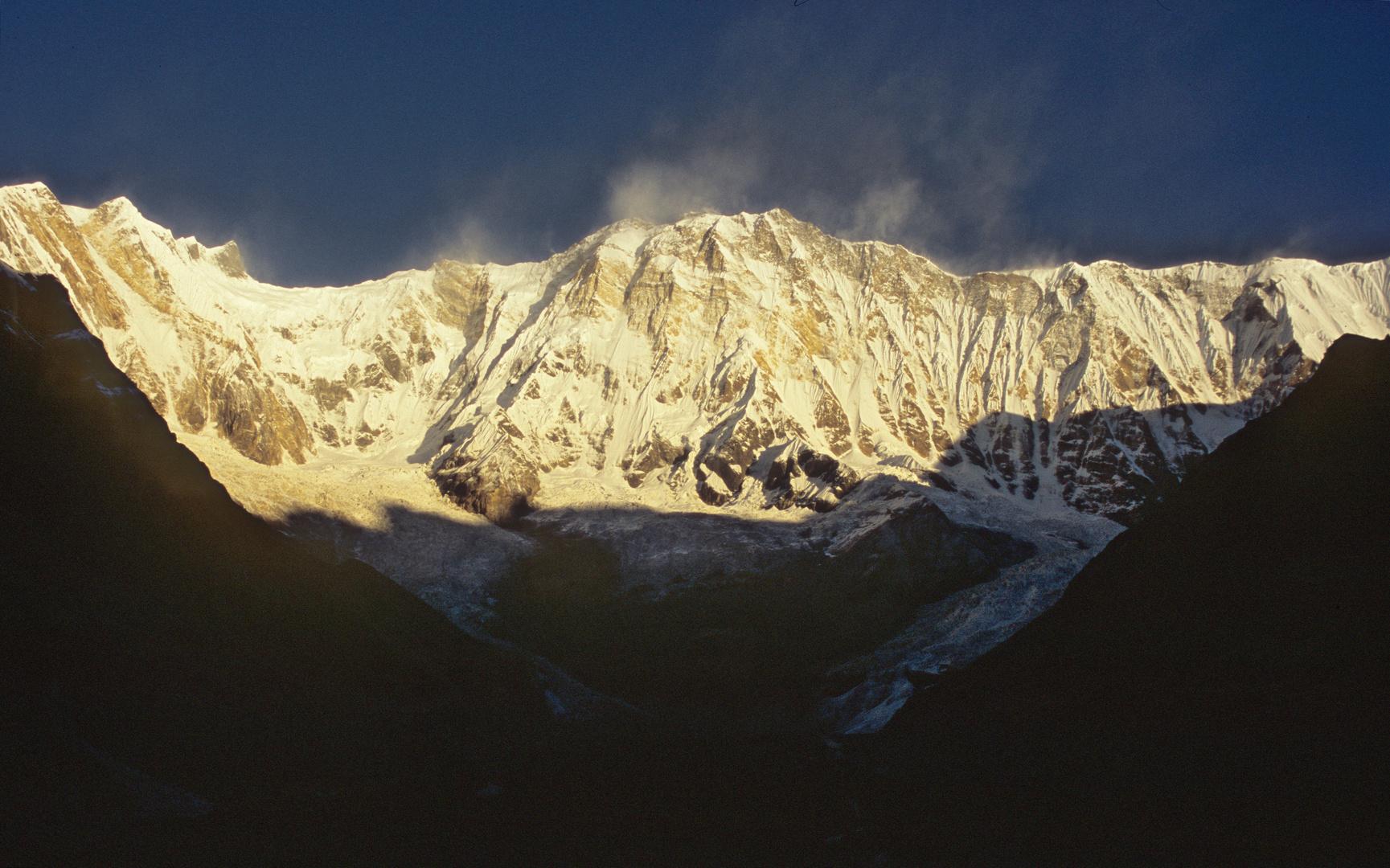 Blick vom Annapurna Base Camp zum Annapurna I am frühen Morgen