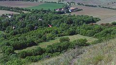 Blick vom Berg  Mila auf die Häuser des  Ortes Mila...