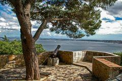 Blick vom Castelo de Sao Jorge auf den Tejo